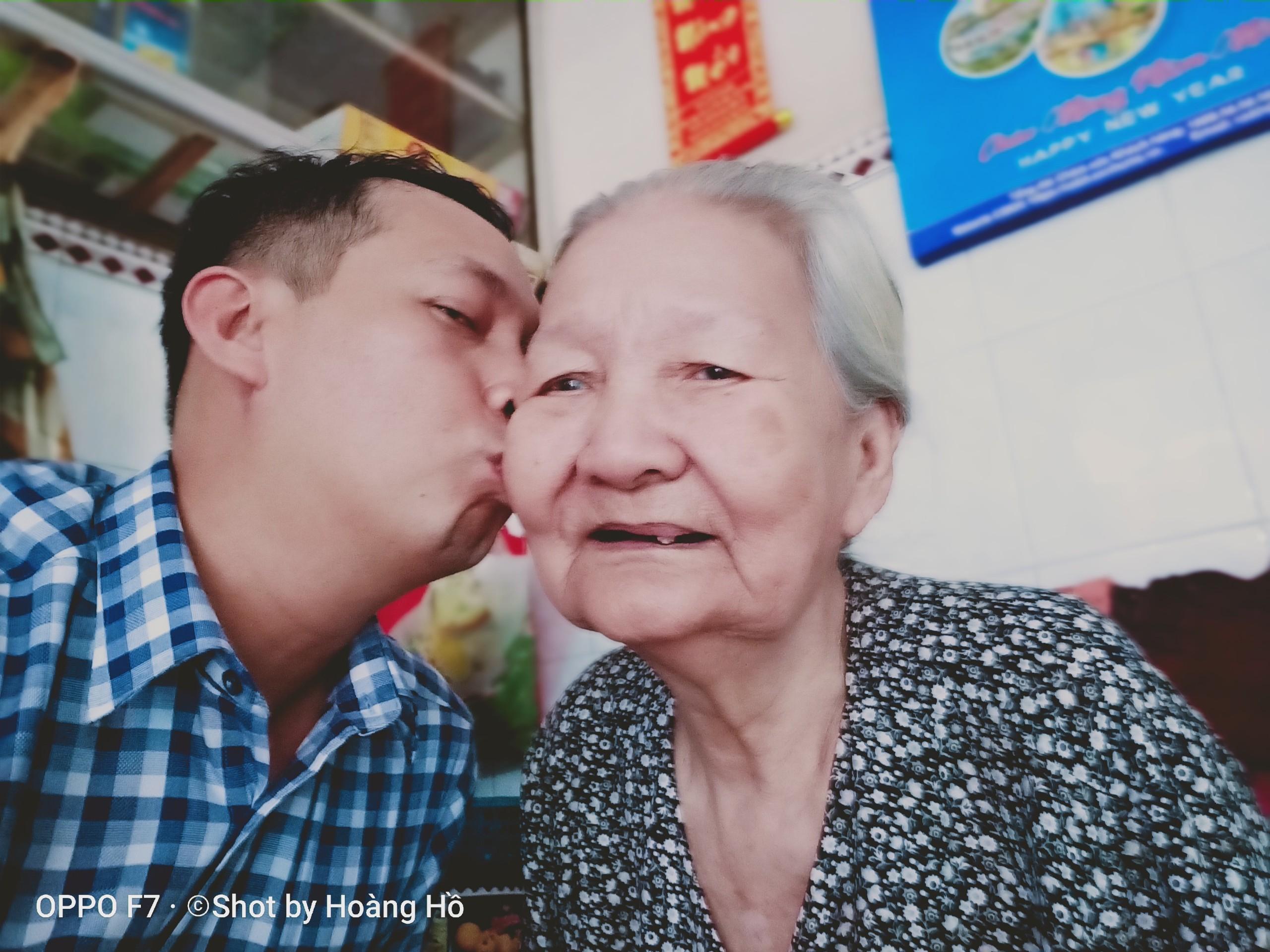 Bà ngoại nhà người ta